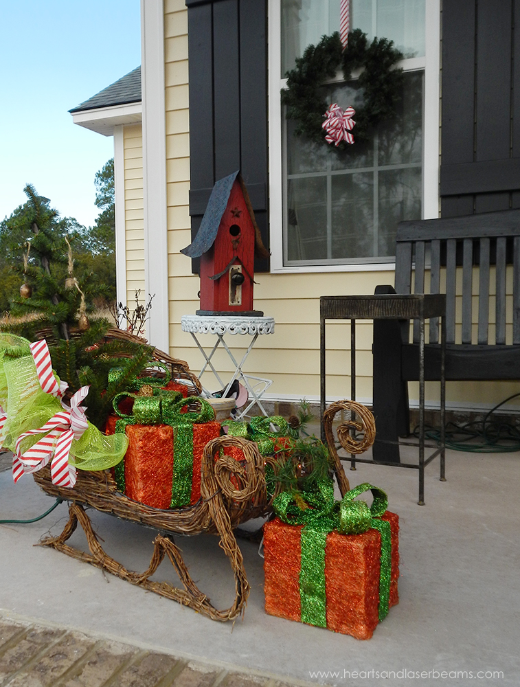 front porch decor a christmas carole beautiful christmas decorations from the heart - Outdoor Christmas Sleigh Decorations